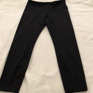 Lululemon Tonal Black Dot Wunder Unders.